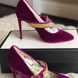 NEVER WORN AUTHENTIC GUCCI HEELS